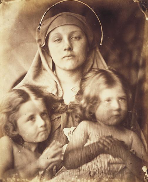 Mary Hillier come Madonna con due bambini, 1864